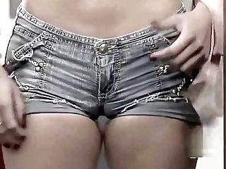 Latina With Cock-squeezing Cut-offs Displaying Beautiful Cameltoe...