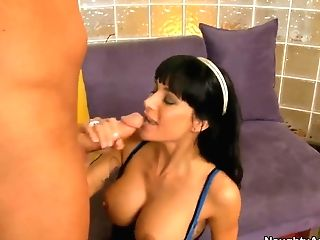 Booty Gia Dimarco Likes To Fuck With Her Neighbour