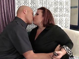 Fat Culo Lady Lynn Takes Spunk